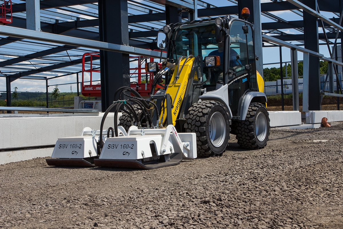 Stehr Compacting vehicle near warehouse under construction