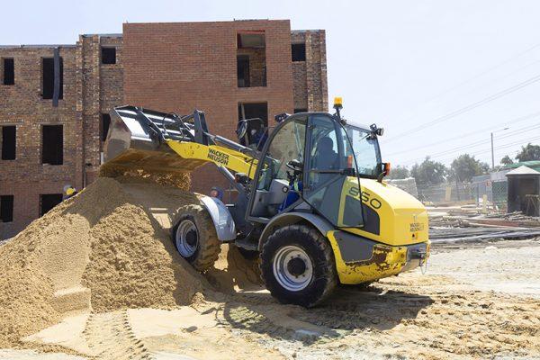 Wacker 850 Digger moving sand