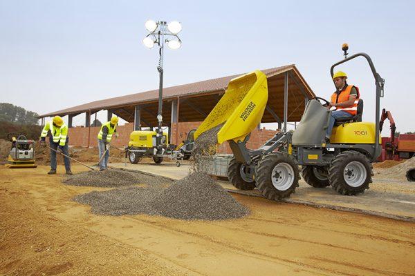 Wacker 1001 laying gravel