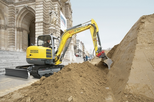 Wacker 50Z3 in action city in street